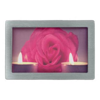 dos velas color de rosa de imagen floral rosada os hebillas cinturon rectangulares