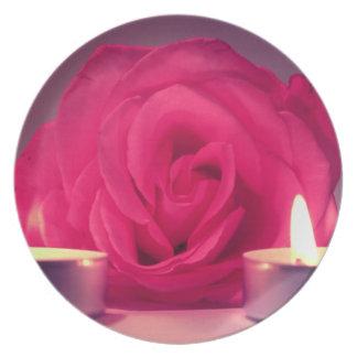 dos velas color de rosa de imagen floral rosada os platos para fiestas
