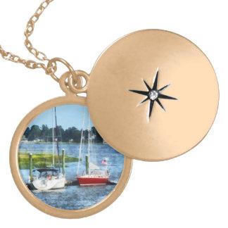 Dos veleros atracados Norwalk CT Joyeria Personalizada
