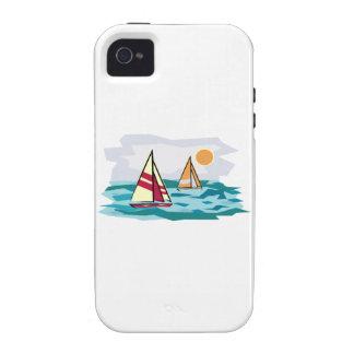 Dos veleros coloridos que navegan en el mar en la vibe iPhone 4 fundas