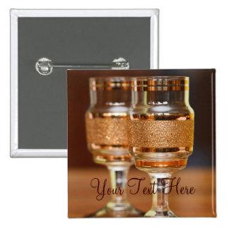 Dos vidrios de oro pin