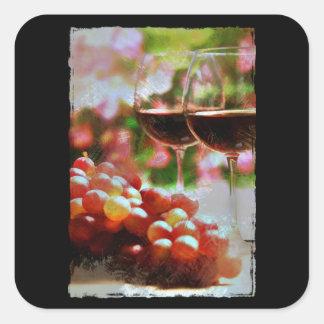 Dos vidrios de vino con las uvas etiquetas