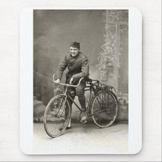 Doughboy de WWI LOS E.E.U.U. y su bici en Francia Mousepads