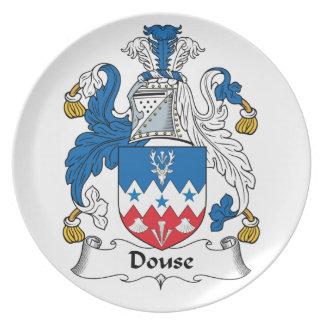Douse el escudo de la familia platos para fiestas