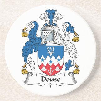 Douse el escudo de la familia posavaso para bebida