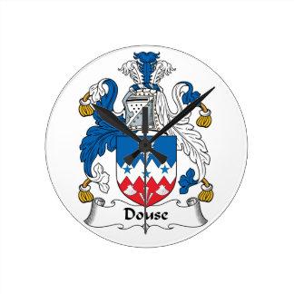 Douse el escudo de la familia reloj de pared