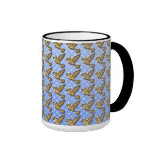 Doves in flight taza de dos colores