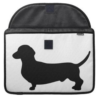 Doxie lindo de la silueta del negro del perro del fundas para macbook pro