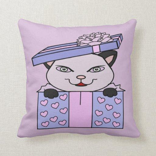 Doy un gatito como regalo almohadas