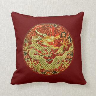 Dragón asiático de oro bordado en rojo oscuro cojín