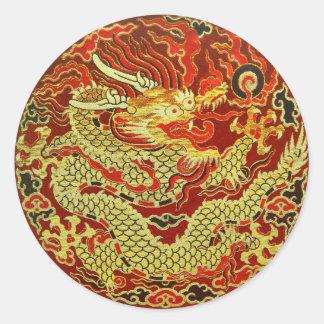 Dragón asiático de oro bordado en rojo oscuro pegatina redonda