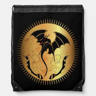 Dragón asombroso en oro y negro mochila
