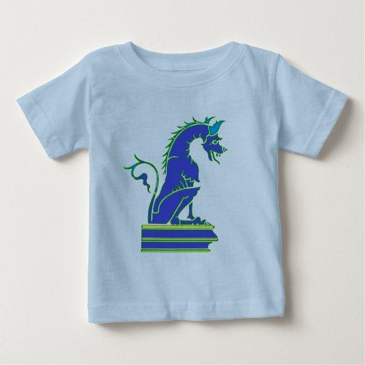 Dragón azul en pedestal t shirts