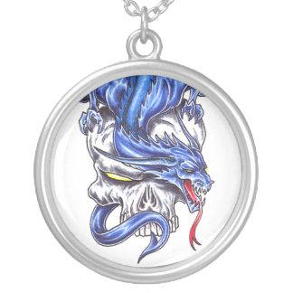 Dragón azul fresco en el collar del tatuaje del cr