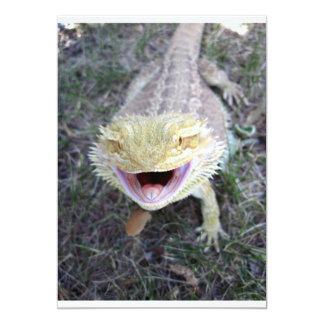 Dragón barbudo feliz estupendo invitación 12,7 x 17,8 cm