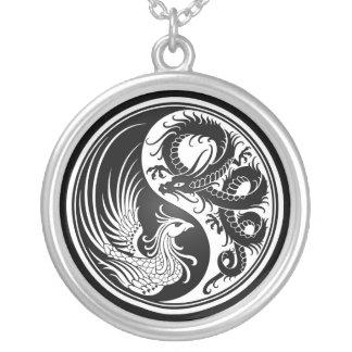 Dragón blanco y negro Phoenix Yin Yang Collar Personalizado