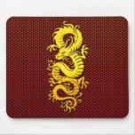 Dragón chino amarillo en la malla de acero tapetes de raton