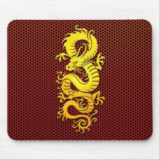 Dragón chino amarillo en la malla de acero tapetes de ratones