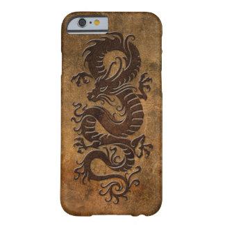 Dragón chino áspero funda de iPhone 6 barely there