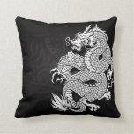Dragón chino blanco y negro cojín