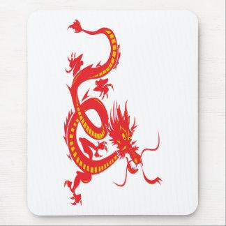 Dragón chino del rojo del Año Nuevo Mousepads