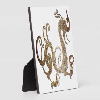 Dragón chino estilizado de bronce placas de madera