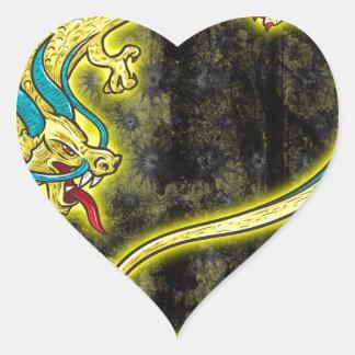 Dragón chino pegatina en forma de corazón