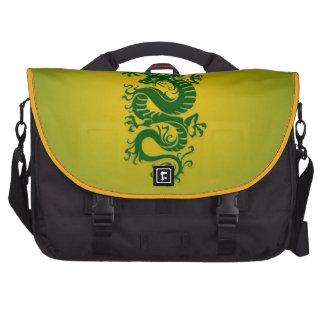 Dragón chino tribal verde y amarillo bolsas de portátil