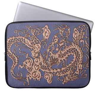 Dragón color de rosa del oro en textura azul del funda portátil