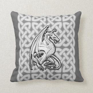 Dragón con alas almohada