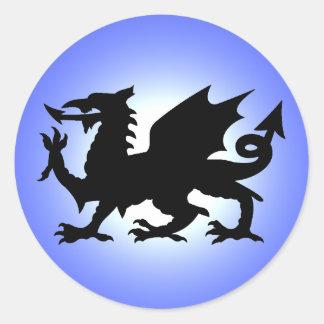 Dragón con alas negro de País de Gales contra el Pegatinas Redondas