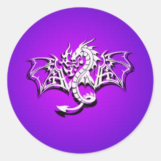 Dragón con alas pegatina redonda