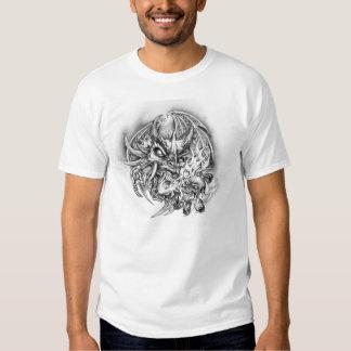 Dragón, cráneo y llamas/la camiseta básica de los playeras