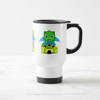 Dragón de Chibi con un castillo azul y amarillo Tazas De Café