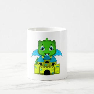 Dragón de Chibi con un castillo azul y amarillo Tazas