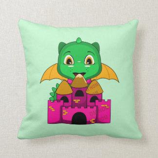 Dragón de Chibi con un naranja y un castillo rosad Almohada