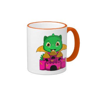 Dragón de Chibi con un naranja y un castillo rosad Taza De Café