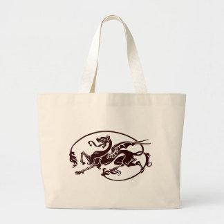 Dragón de color de malva estilizado con alas y una bolsa tela grande
