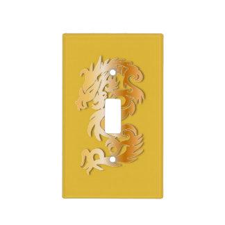 Dragón de oro en amarillo cubiertas para interruptor