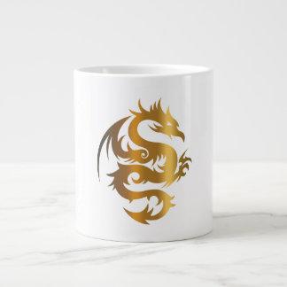 Dragón de oro en azul real tazas extra grande