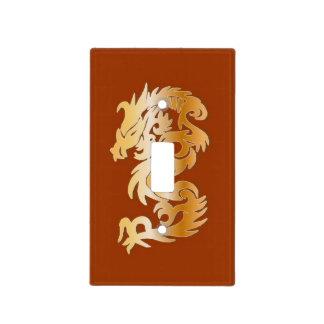 Dragón de oro en rojo placa para interruptor