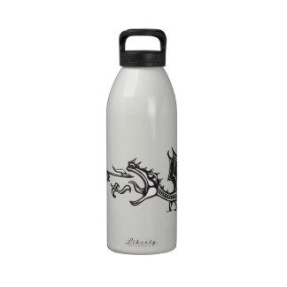 Dragón de respiración del caballero y del fuego botella de agua reutilizable