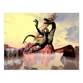 Dragón de vuelo impresionante postales