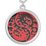 Dragón de Yin Yang rojo y negro Pendientes