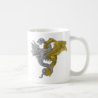 Dragón del águila de oro y de la plata entrelazado taza básica blanca