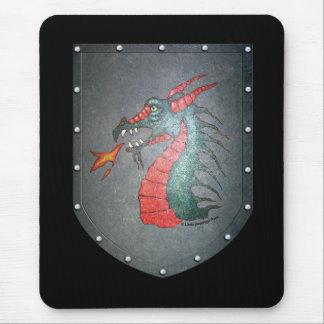 Dragón del escudo del metal alfombrillas de ratones