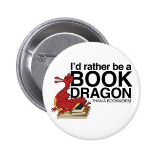 Dragón del libro pin redondo de 2 pulgadas