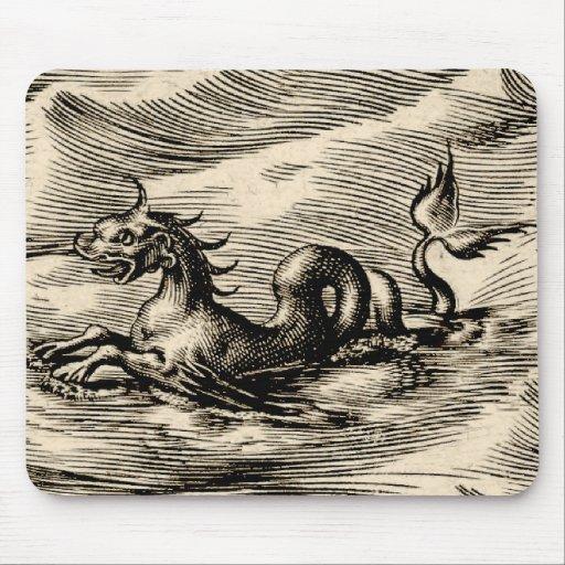 Dragón del mar en el ecuador alfombrilla de ratones