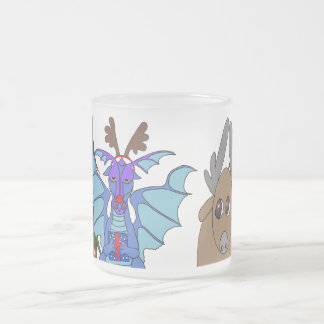 Dragón del navidad y taza helada reno