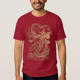 Dragón del oro en la impresión de cuero playera